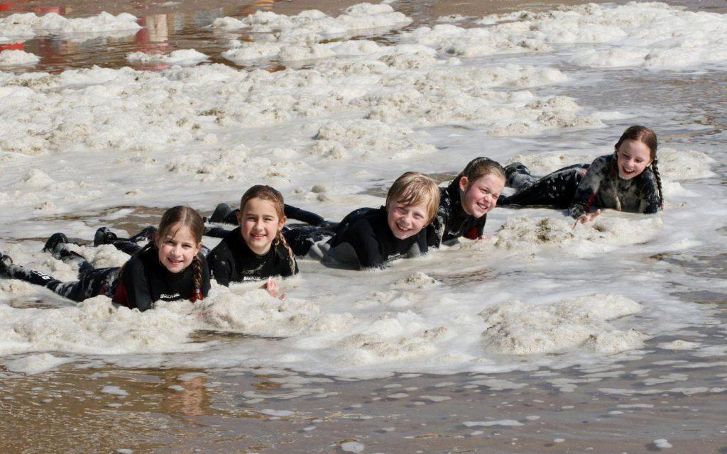 Surflessen bij Surf's Cool! zijn gewoon super leuk!